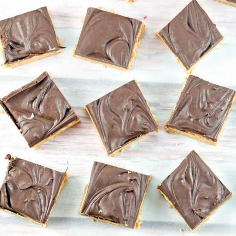 No Bake Peanut Butter Bars: Five ingredients and ten minutes are all you need for this crowd-pleasing favorite! #bunsenburnerbakery #peanutbutterbars #nobake #peanutbutter #chocolate