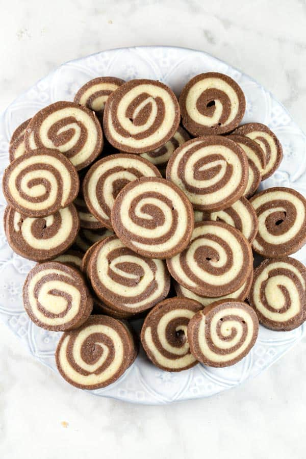 Chocolate Pinwheel Cookies: the perfect combination of soft and crispy, chocolate and vanilla, fun to make and visually stunning. {bunsenburnerbakery.com} #cookies #pinwheelcookies