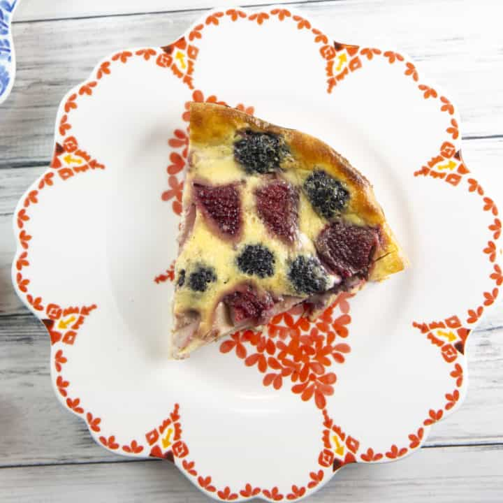 Berry Clafoutis: This easy clafoutis recipe is made in the blender and highlights fresh summer produce. Serve plain for brunch or top with ice cream for dessert! #bunsenburnerbakery #clafoutis #berries #dessert #brunch