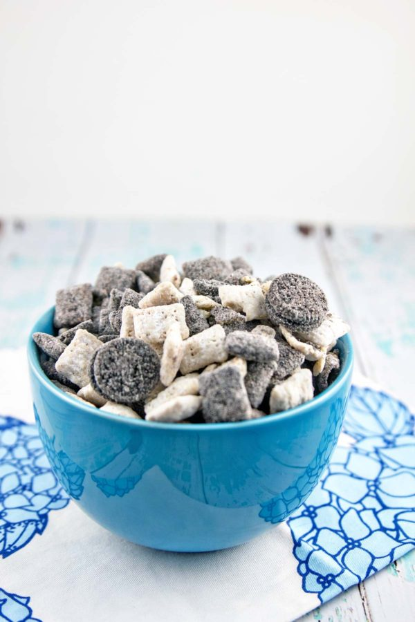 Cookies and Cream Puppy Chow: easy, no-bake, make ahead, and full of Oreos. The perfect party snack! {Bunsen Burner Bakery}