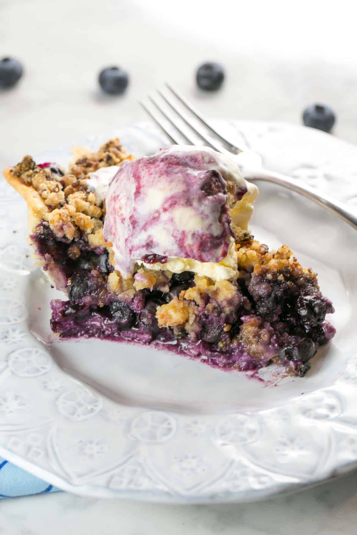 Almond Crumble Blueberry Pie: fresh blueberries covered with a crunchy almond paste crumble. Perfect with fresh summer blueberries... or even use frozen. {Bunsen Burner Bakery} #pie #blueberrypie #almond #fruitpies