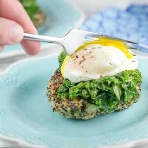 Quinoa Cakes with Poached Eggs: Easy, freezer friendly quinoa cakes, topped with a pile of fresh kale and poached eggs. #bunsenburnerbakery #dinner #glutenfree #vegetarian #poachedegg