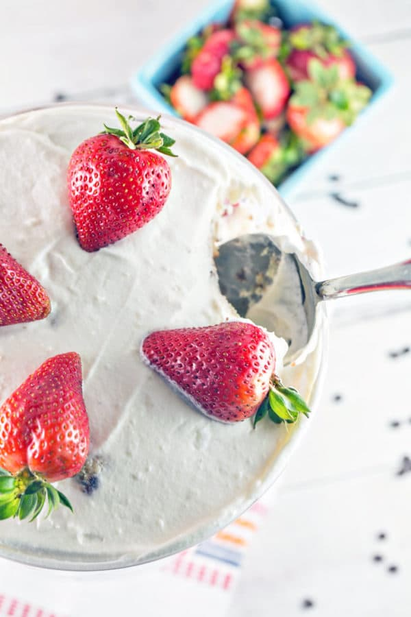 Chocolate Chip Strawberry Trifle: chocolate chip pound cake, hot fudge frosting, homemade pudding, and fresh strawberries make THE BEST strawberry trifle. This is summer dessert perfection! {Bunsen Burner Bakery}