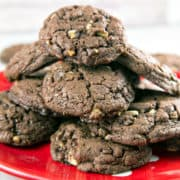 Chewy Chocolate Mint Cookies: If you like your cookies chewy and chocolatey, these cookies have your name written all over them! Made with melted chocolate and brown sugar, they're the ideal cookie for dunking in a big glass of milk. {Bunsen Burner Bakery} #cookies #christmascookies #mint #chocolatemint