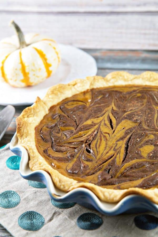 Nutella Swirled Pumpkin Pie: take your classic pumpkin pie and give it a little upgrade with decadent swirls of rich nutella. {Bunsen Burner Bakery} #pie #pumpkinpie #nutella #Thanksgiving