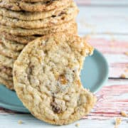 Toffee Crunch Cookies: A little sweet, a little salty, a little crispy, a little chewy -- these toffee crunch cookies are all delicious! {Bunsen Burner Bakery} #cookies #toffee #heathbar #christmascookies