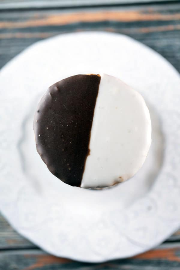 Black and White Cookies: halfway between a cookie and cake, these soft, pillow-like cookies are decorated with an equal mix of chocolate and vanilla frosting. Just like your favorite NYC bakery, but made in your own kitchen! {Bunsen Burner Bakery} #cookies #blackandwhitecookies #chocolate #vanilla