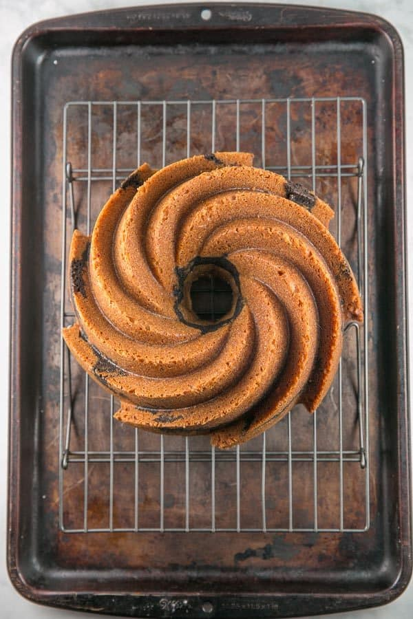Best Marble Bundt Cake: the best of both worlds, boasting a strong vanilla and chocolate flavor, without the dry and crumbly texture of most marble cakes. The best! #bundtcake #cake #marblecake