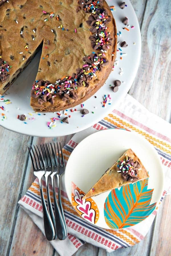 Chocolate Chip Cookie Cake: a giant-sized cookie with a soft and chewy center, perfect for all your celebrations! {Bunsen Burner Bakery} #chocolatechipcookie #cookiecake #giantcookie