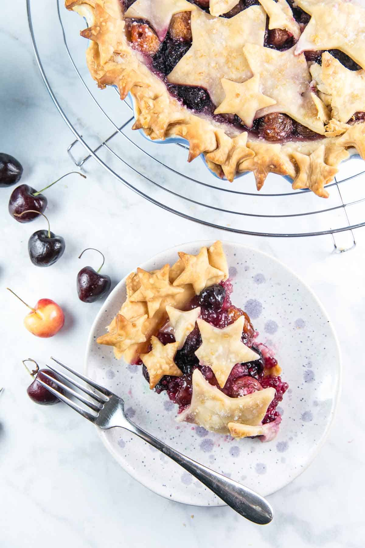 Cherry Almond Pie: Made with fresh cherries, this homemade star-spangled cherry pie is the perfect summer fruit pie. #pie #cherrypie #piecrust #cherries