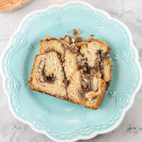 Cinnamon Hazelnut Babka: with a triple dose of cinnamon (in the dough, the filling, and the streusel topping) and chopped hazelnuts, this is not a lesser babka! #bunsenburnerbakery #babka #cinnamonbabka #yeastbread #hazelnuts